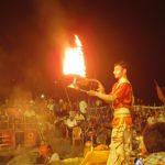 """バラナシでヒンドゥー教のお祭""""プージャ""""を見た。"""