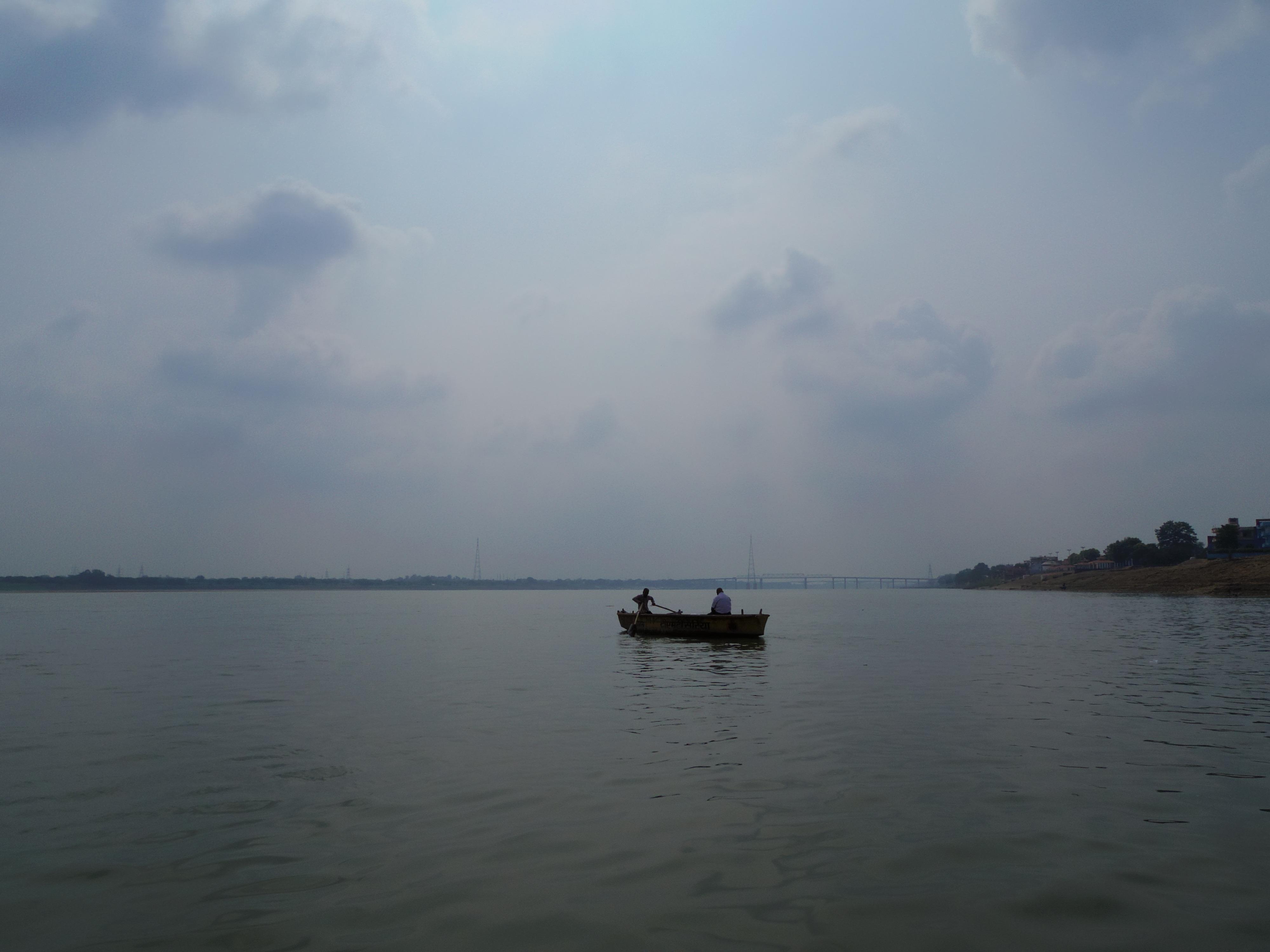 ガンジス川でボートに乗ったら、景色が変わった。