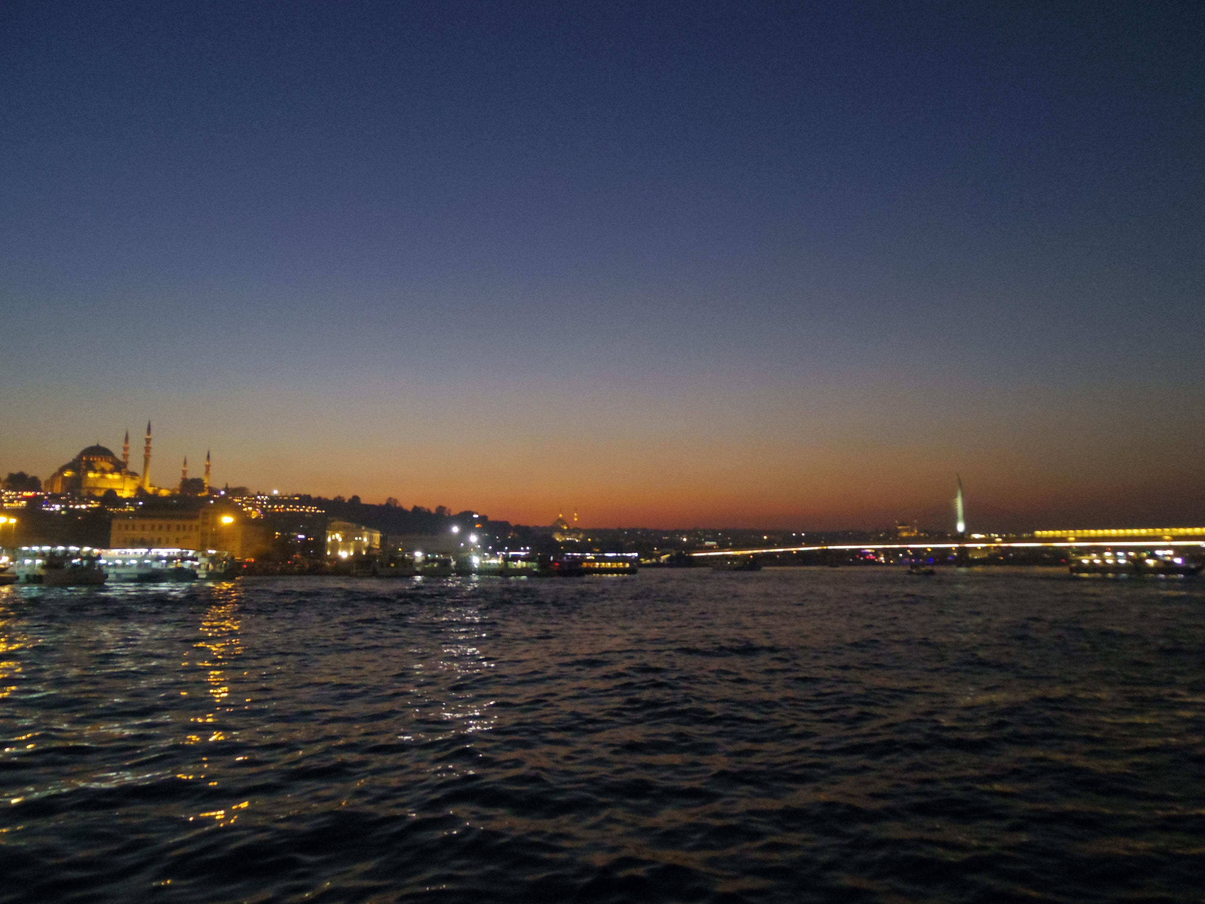 イスタンブールのグランドバザール散策。ガラタ橋でラクを飲む。