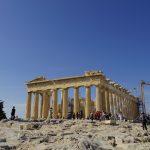 パルテノン神殿とアクロポリス博物館。