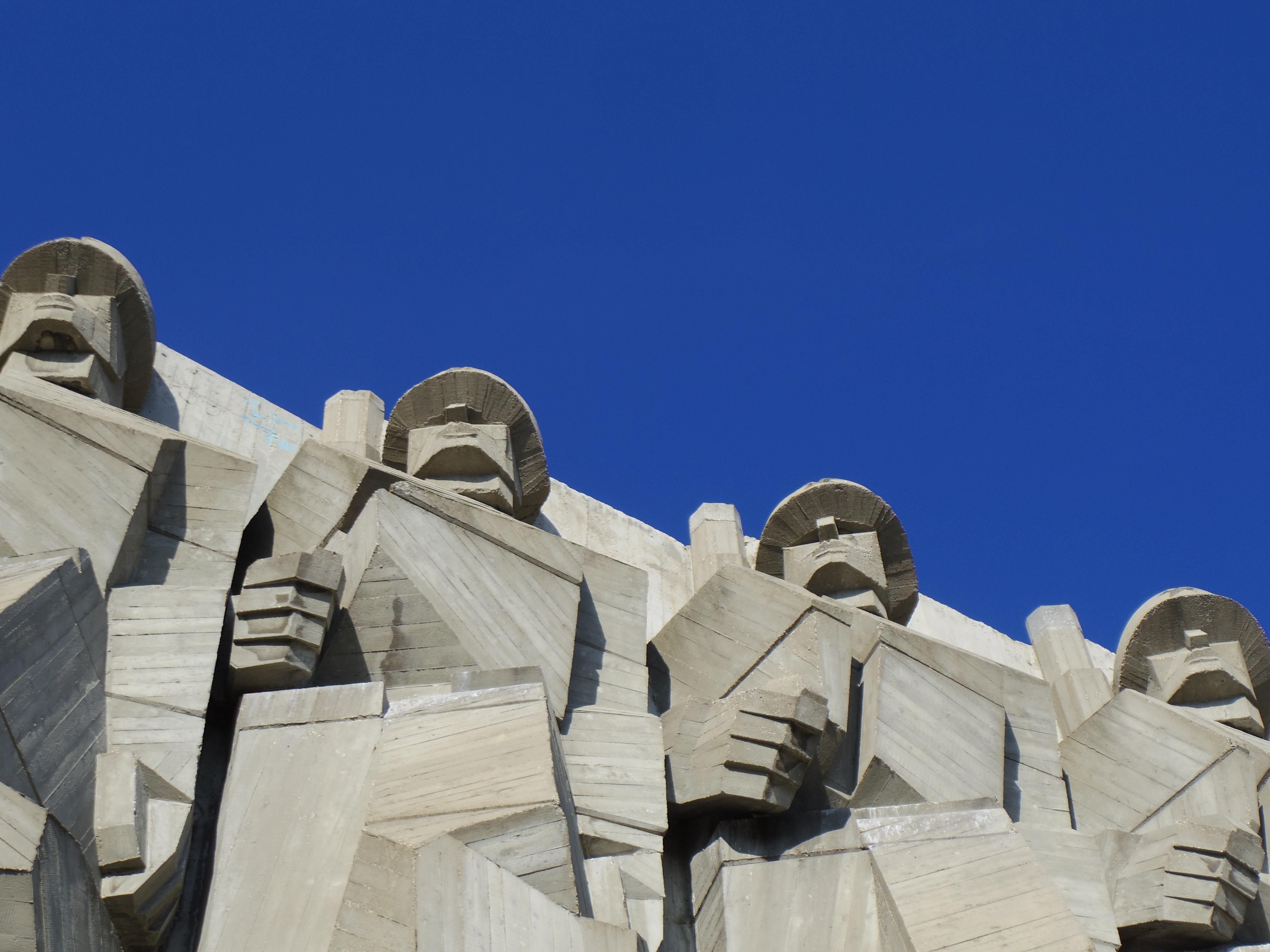 ヴァルナ観光!ソビエト友好記念館に行ってみた。社会主義時代の建物ってヘンなのばっか。