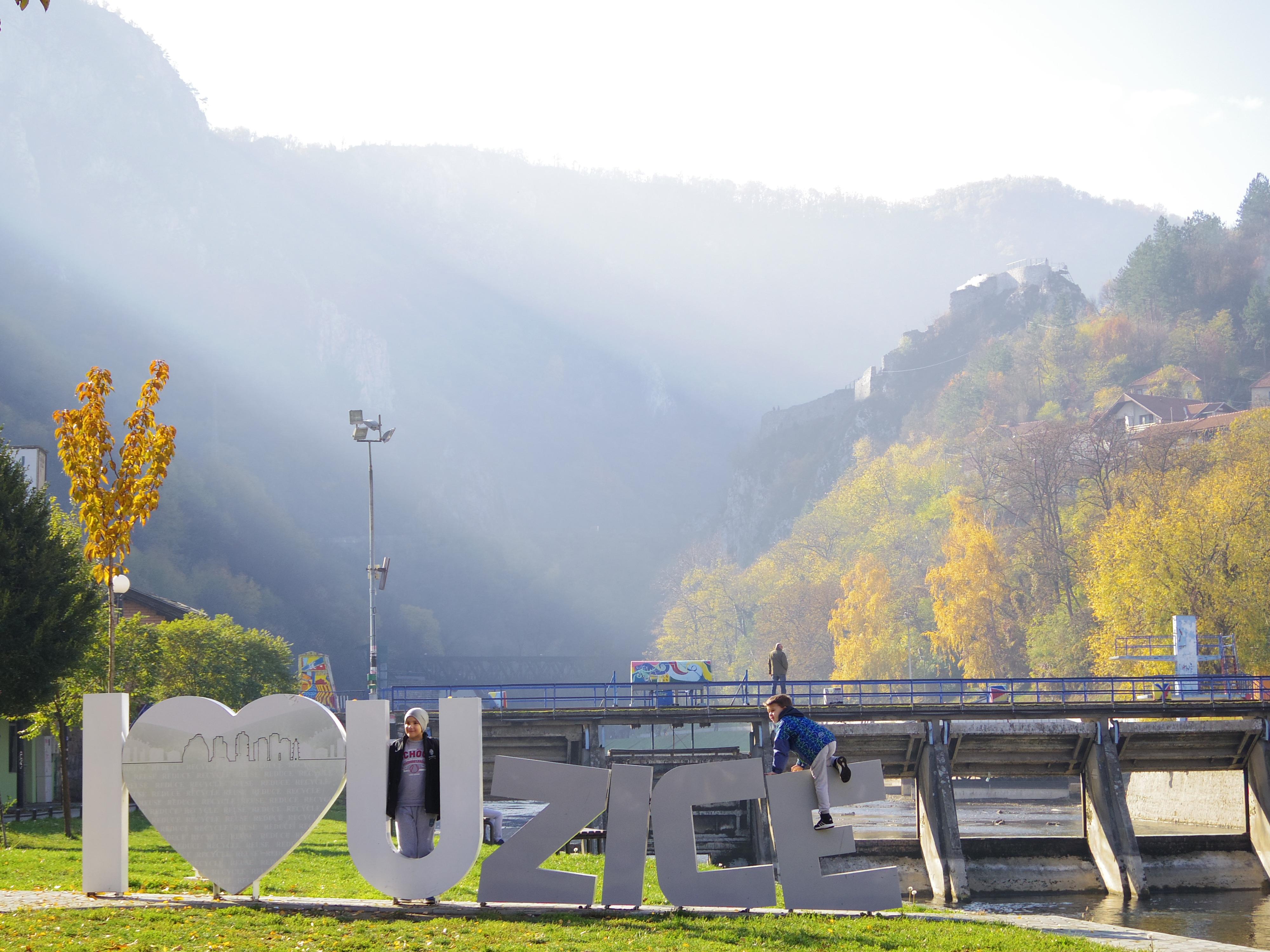 ベオグラードからウジツェへ。自然に囲まれた山間の街。
