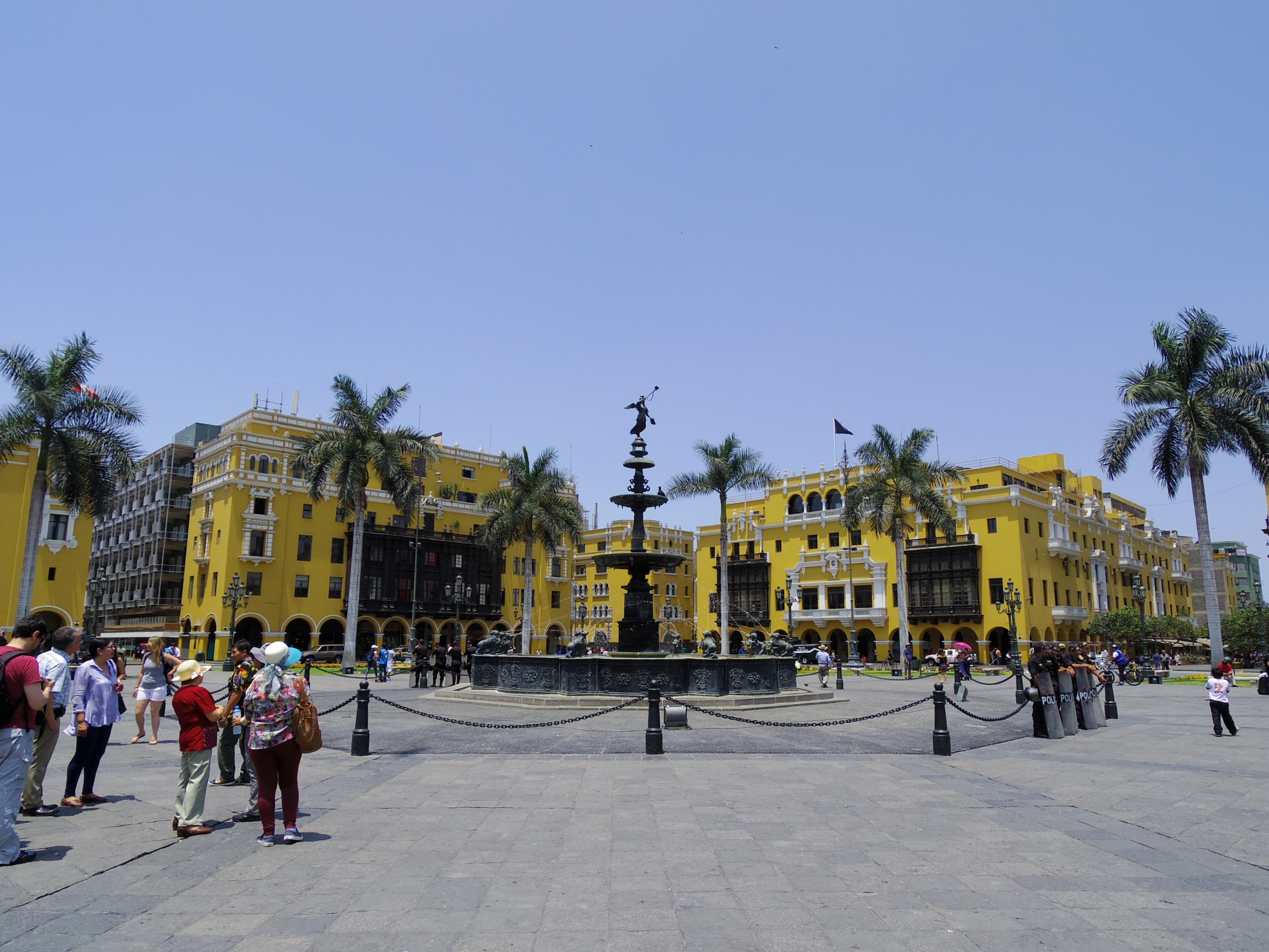 【リマの観光地紹介】旧市街を街歩き。ペルーはおいしいご飯が多いらしい!